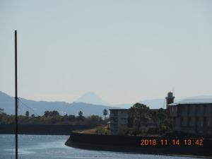 姶良橋(別府川、国道10)から見た開聞岳
